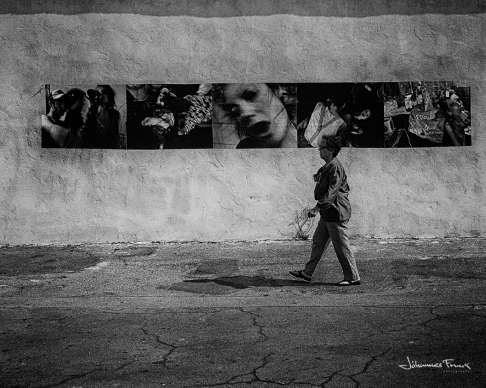 Woman walking past Poster Johannes Frank
