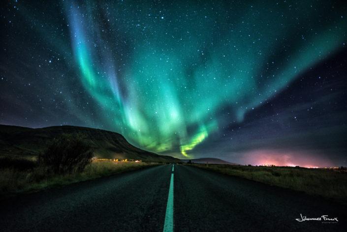 Vegur Hvalfjorður roard in Hvalfjordur northern lights johannes frank